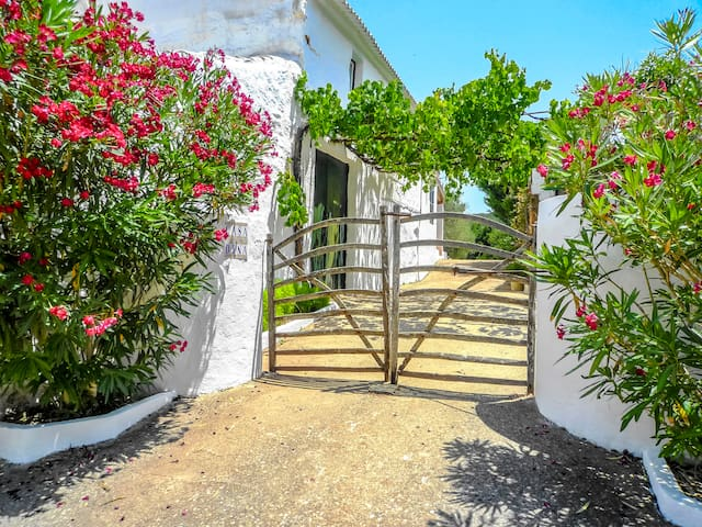 Catalunya Casas: Charming Villa Dianna for 4 guests, just 7km to the beach!