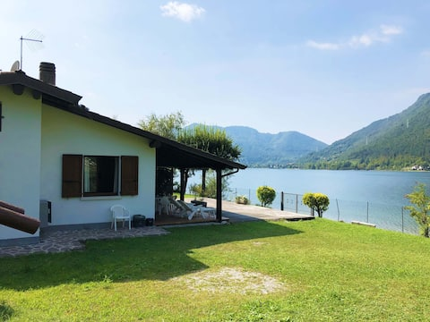 Appartamento con veranda, fronte lago