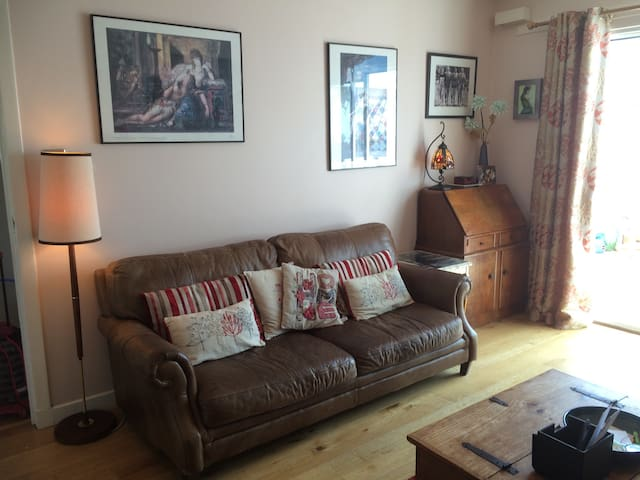 Bright and comfortable room in family home