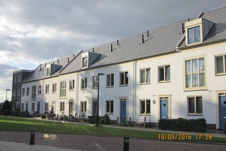 Familieappartement midden in Dronten - Dronten - Apartment