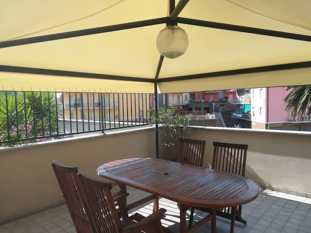 Appartamento luminoso con ampia terrazza e gazebo