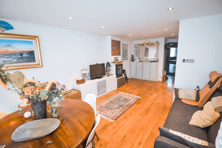★ 3 Bed Family Home in Fulham next to The Thames ★