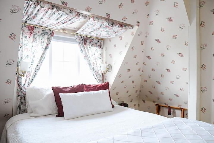 Balcony Room - Bath Street Inn B & B