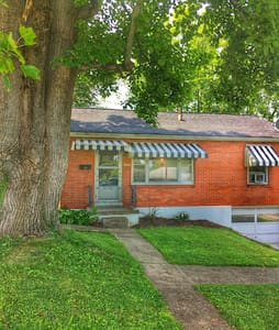 Cozy, well-appointed brick cottage. - Ashland