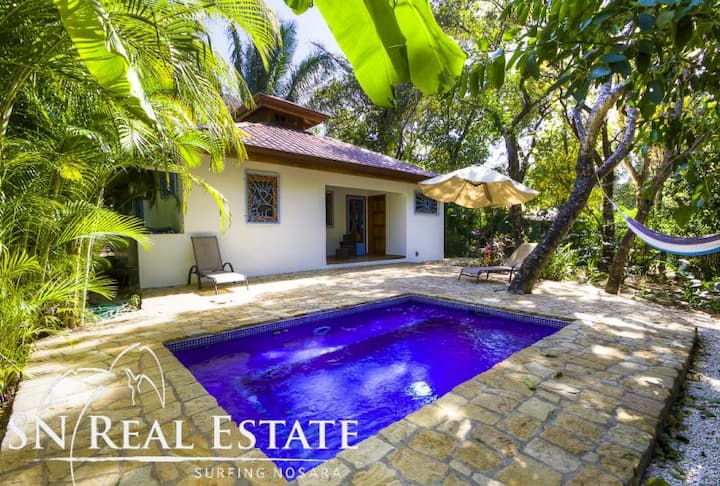 Tropical Easy bungalow w/pool only steps to beach
