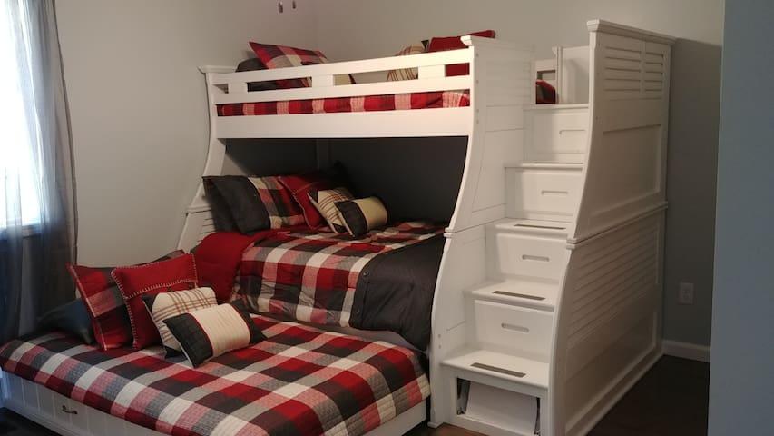 Bedroom 3: Full Bed; Twin Trundle; Twin Bunk ~ Sleeps 4 total