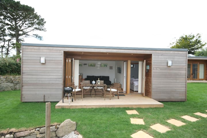 "Self contained, Carbis Bay Cabins - ""Cream Teas"""