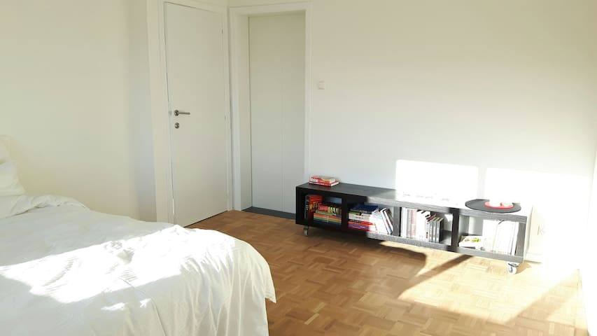 Spacious flat 5 min walking distance to centre - Hasselt - Apartment