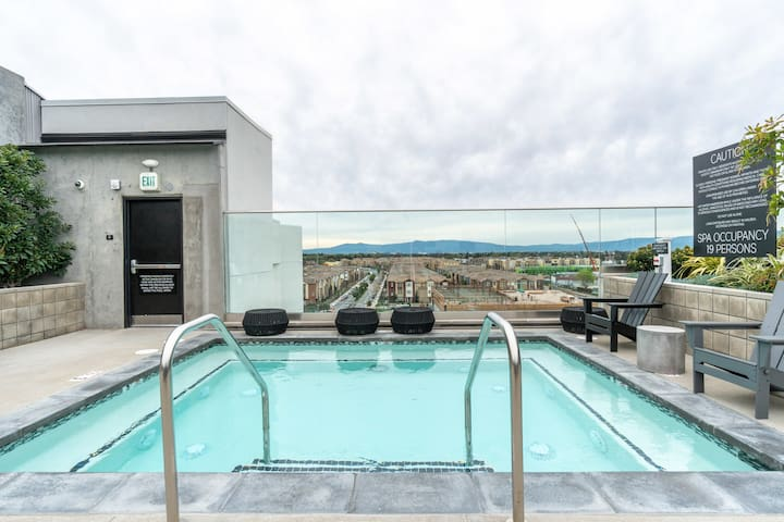 Milpitas 2BR with Pool and Gym Access
