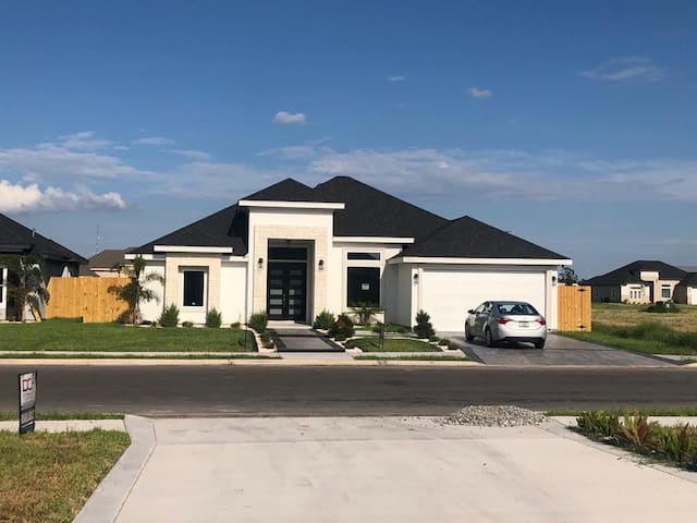 Luxurious New Home in Pharr
