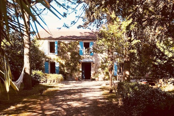 Maison de charme avec piscine au coeur du Gers
