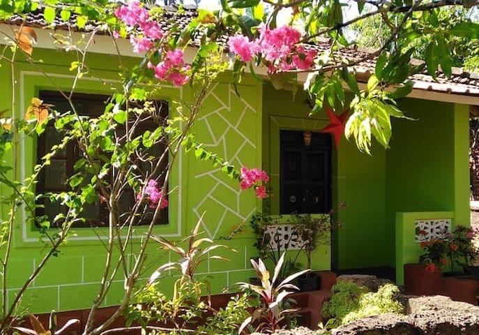 Colva: Room in quaint Goan cottage (nr beach)