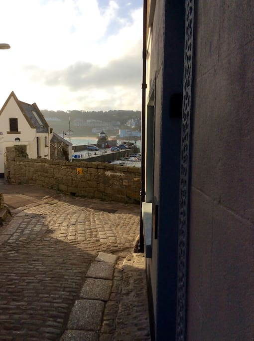 Quay St in Downalong with its cobbled streets and fishermen cottages.  Entrance to Pier House on right