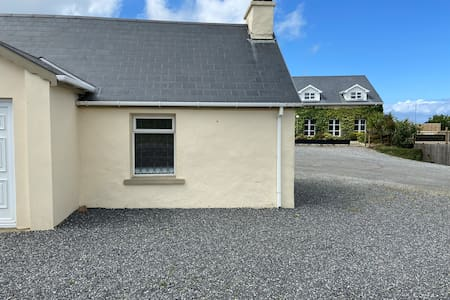 Gweedore Cottage in the heart of the Golden Mile