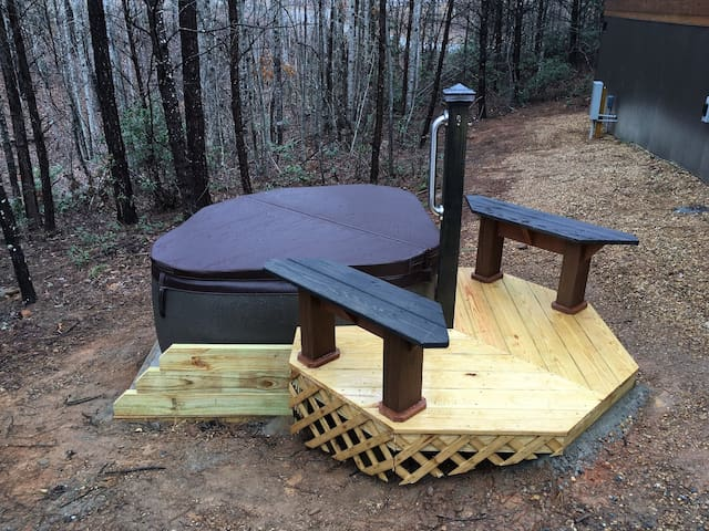Wooded tiny retreat with hot tub and large gazebo/fire pit area (Cabin D)