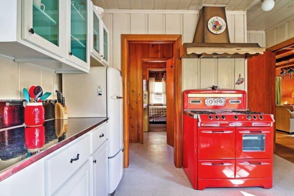 Retro 1950s kitchen with original O'Keefe & Merritt stove!