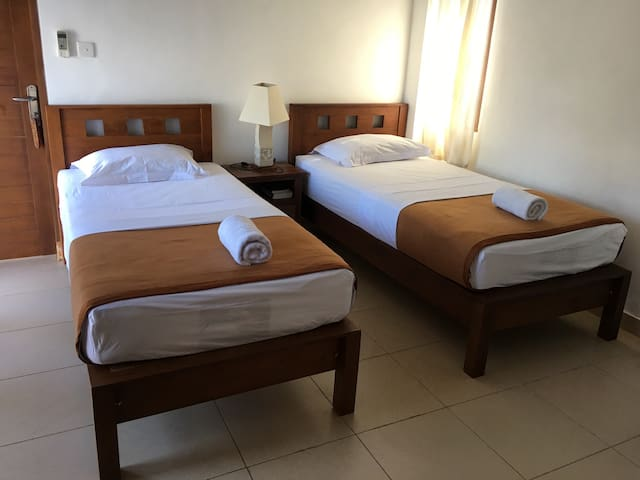 Medewi Surf Villa 2 single bed room - Jembrana