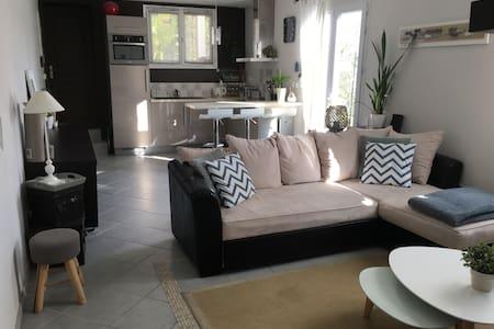 Charmante petite maison ensoleillée - Royan - Huis