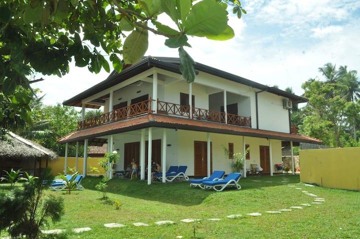 Superior room-Beach villa Lanka- srfing and swimm.