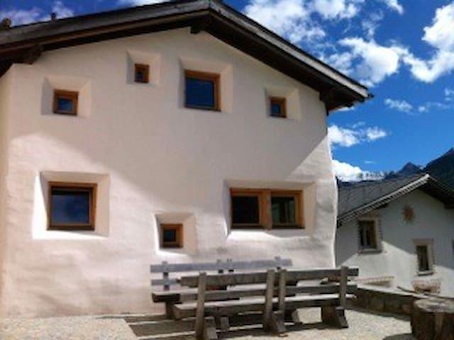 Castelbel - originelles Ferienhaus - Lü-Lüsai - House
