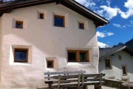 Castelbel - originelles Ferienhaus - Lü-Lüsai - Casa