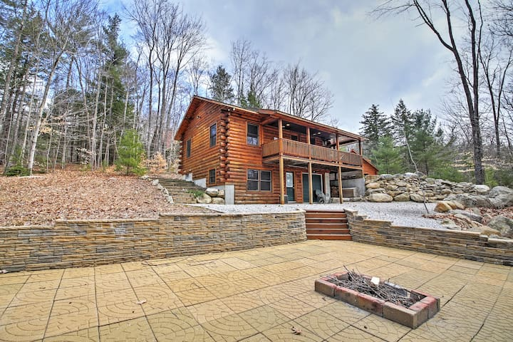 3BR North Conway Log Cabin w/Private Hot Tub!