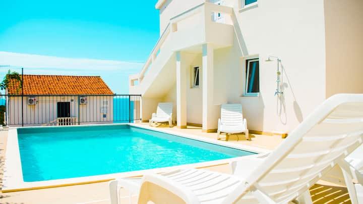 Villa Pool and Pleasure