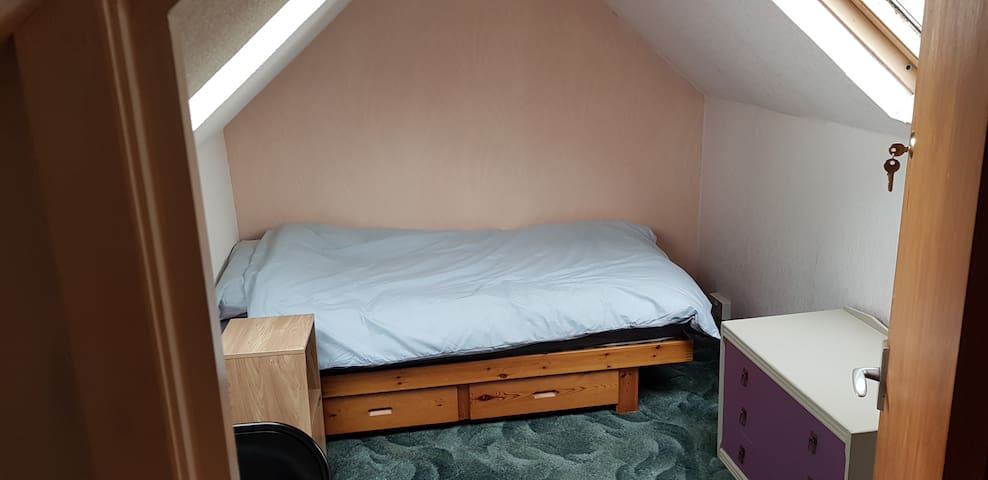 Cosy single attic room 6