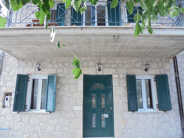 Traditional Country House on Lefkas Mountain - Lefkada - Rumah