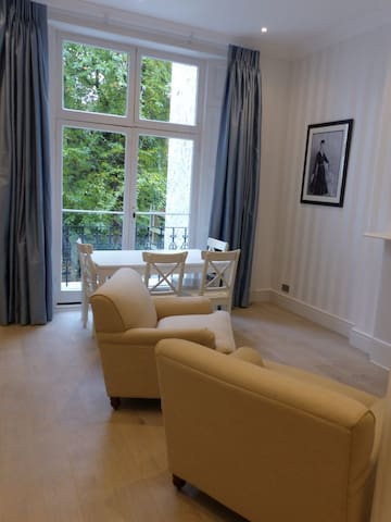 Double Bedroom Garden Room Kensington