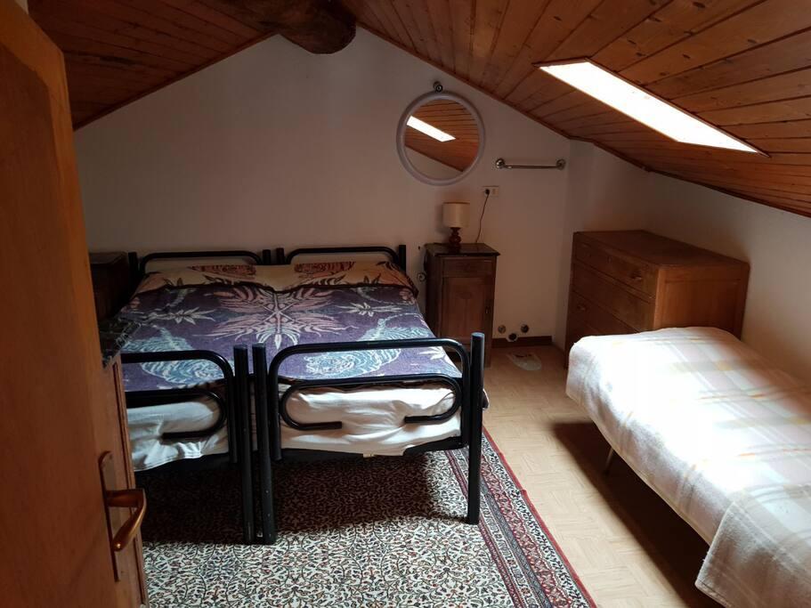 camera matrimoniale con letto singolo