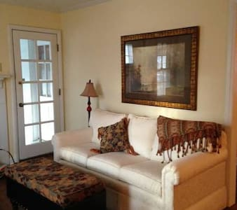 Charming Well Appointed 2 Bedroom Home - Kansas City - Dom