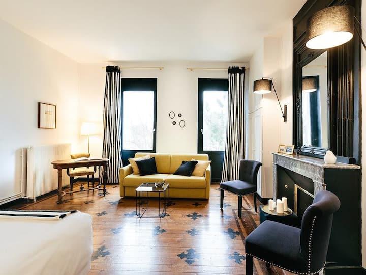 Chic and distinguished room -Cepages Noir et Blanc