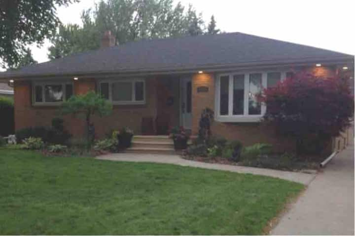 Covid Clean 2 bdrm Entire Lower Level Sport Themed