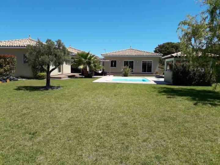 Villa tranquille entre vignes et oliviers