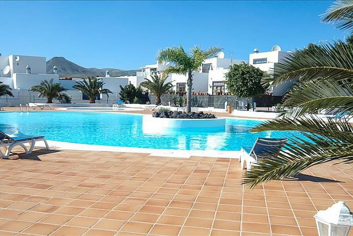 Beautifully Refurbished Townhouse in Puerto Calero - Puerto Calero - Hus