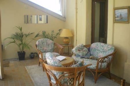 maison avec jardin et terrasses - Popian - บ้าน