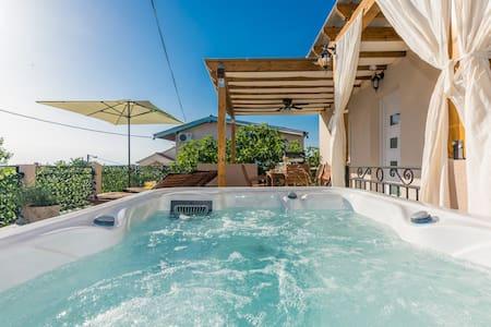 Holiday guest house Villa Rina Free parking garage