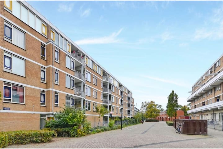 Amsterdam apartment 15min from the city-center