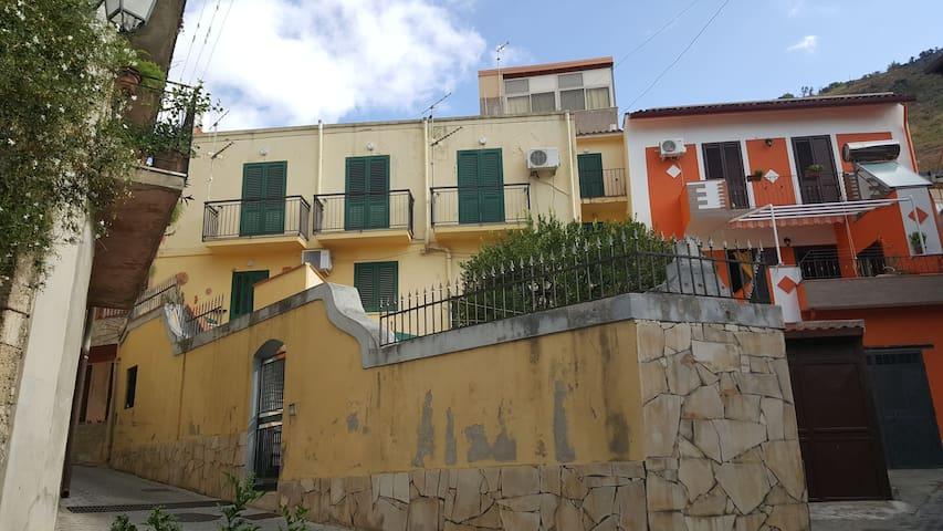 appartamento in un tipico paesino siciliano