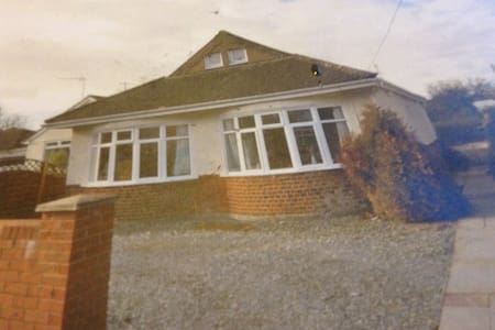 Character,cosy ,chalet bungalow . - Ferndown