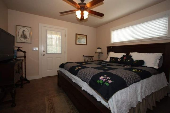 NEW LISTING! Annette's Cottage at Waldrip