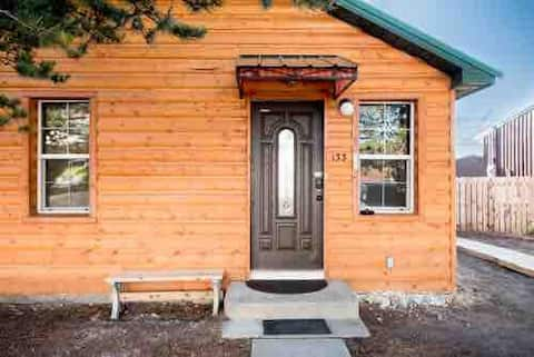 Unit A-Cabin  Center of Pinedale HUNTERS SPECIAL!!