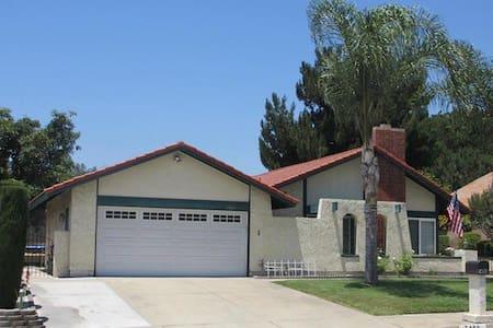 A comfortable room - Rancho Cucamonga - Villa