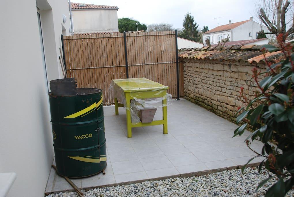 """terrasse avec barbecue """"YACCO"""""""
