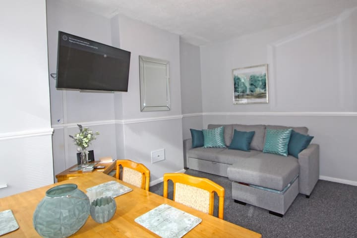 Amazing Apartment Minutes from Town Centre.