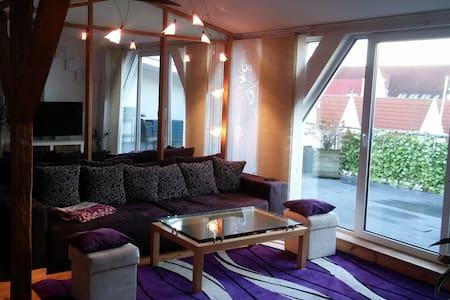 Schönes Appartement Dachgeschoss - Apartamento
