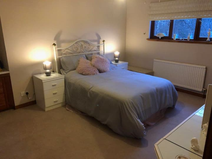 Large Bright Double Room w/en-suite