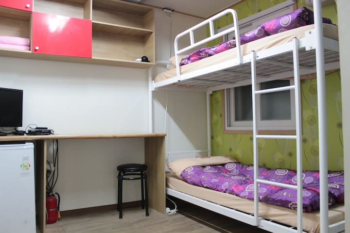 Private Bunk Twin Room with Amazing Location