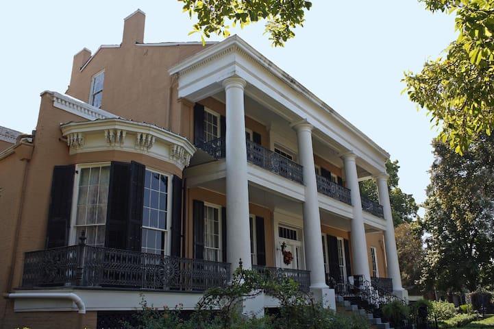 Cedar Grove Mansion Inn and Restaurant - Vicksburg